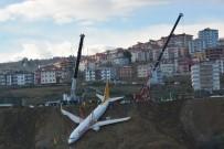 Trabzon'da Pistten Çıkan Uçağı Kurtarma Çalışmaları Denizden Görüntülendi