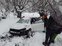 YOLKONAK - Tunceli'de Trafik Kazası Açıklaması 2 Yaralı