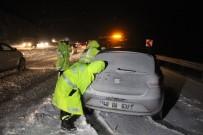KIŞ LASTİĞİ - Yolda Kalan Araçlara Polis Yardım Etti
