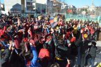 Bando Es-Es Ve Tribün Grubu Nefer'den Çocuklara Karne Hediyesi