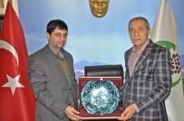 İBRAHİM ASLAN - Başkan Yusuf Özdemir'den AGAD Başkanı Aslan'a Plaket