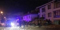 İŞ MAKİNESİ - Başkent'te İş Makinesi Devrildi Açıklaması 3 Yaralı