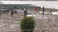 ŞİDDETLİ FIRTINA - Dev Dalgalar Köprüye Zarar Verdi, Sahil Yolu Kapatıldı, Ulaşım Tek Şeride Düştü
