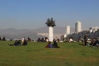 ŞİDDETLİ FIRTINA - Dün Denizle Birleşen İzmir'de Bugün Güneş Açtı