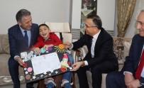 EVDE EĞİTİM - Evde Eğitim Gören Umut, Karnesini Vali Çeber'in Elinden Aldı