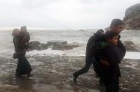 ŞİDDETLİ FIRTINA - Fırtına Nedeniyle Mahsur Kalan Aile Kurtarıldı