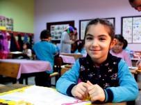 Göçmen Öğrenciler İlk Defa Karne Aldı