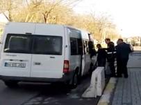 KURUSIKI TABANCA - İstanbul'da Çaldıkları Lüks Otomobil İle Sakarya'da Yakalandılar