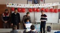 Jandarma Ekipleri Öğrencilere Karne Verdi