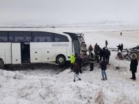 Kahramanmaraş'ta Yolcu Otobüsü İle Otomobil Çarpıştı Açıklaması 1 Ölü, 2 Yaralı