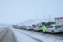 KIŞ LASTİĞİ - Kayan Tır Nedeniyle Yol Trafiğe Kapandı