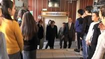 BEYOĞLU BELEDIYESI - Münir Özkul'un Adını Taşıyan Okulda Ünlü Sanatçının Ailesi Öğrencilere Karne Dağıttı