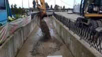 ŞİDDETLİ YAĞIŞ - Rize'de Şehrin İçinden Akan Kapalı Dereler Temizleniyor