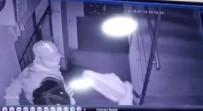 KAMERA - Seçici Hırsızlar Ayakkabıları Çalmadan Önce Denediler