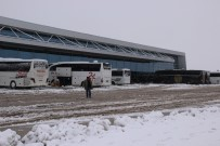 ŞEHİRLERARASI OTOBÜS - Sivas'ta Kar Esareti
