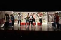 ŞEYH EDEBALI - Söğüt Anadolu Lisesi Öğrencileri 'Ah Şu Gençler' Adlı Oyunu Sahnelediler