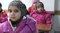 Suriyeli Kardeşlerin Buruk Karne Sevinci