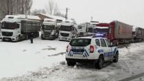 Tokat-Sivas Karayolunda Kar Yağışı Ve Tipi Etkili Oluyor