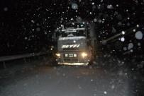 AHMET ÖZTÜRK - Tokat'ta Kar Yağışı Ve Tipi Ulaşımı Olumsuz Etkiliyor