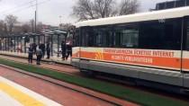 ERSİN ARSLAN - Tramvayın Çarptığı Polis Memuru Yaralandı