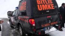 BALLıK - Van'da Servis Aracı Şarampole Devrildi Açıklaması 9 Yaralı