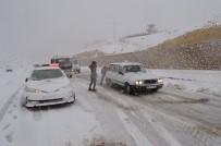 Yoğun Kar Yağışı Sürücülere Zor Anlar Yaşattı