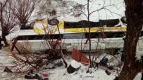 Yolcu Otobüsü Dereye Uçtu Açıklaması 6 Ölü, 20 Yaralı