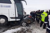 Yolcu Otobüsü İle Otomobil Çarpıştı Açıklaması 1 Ölü, 2 Yaralı