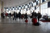 Yollar Kapandı Açıklaması Vatandaşlar Terminallerde Mahsur Kaldı