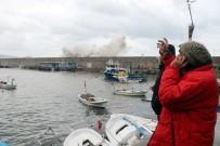 BATı KARADENIZ - Zonguldak Limanı Dev Dalgalara Teslim Oldu