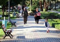 BAHAR HAVASI - Adana'da Kış Ortasında Bahar Havası