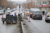 YAŞANABİLİR KENT - Belediye Yol Ve Kaldırım Çalışmalarını Aralıksız Sürdürüyor