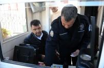 ÖZBEKISTAN - Çöpte Bulduğu İçi Altın Dolu Çantayı Polise Teslim Etti
