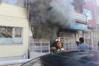 BUZDOLABı - Depo Olarak Kullanılan Dükkan, Çıkan Yangınla Kül Oldu