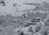 Hakkari'de 11 Köy İle 24 Mezra Yolu Ulaşıma Kapandı