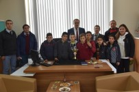 GÖKHAN KARAÇOBAN - Kupa Sevinçlerini Başkan Karaçoban'la Paylaştılar