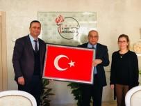 EĞITIM İŞ - Müdür Aydoğdu'ya Türk Bayrağı Hediye Edildi