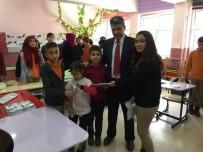 ENGELLİ ÖĞRENCİLER - Ortaokul Öğrencilerinden Görme Engelliler Sınıfına Ziyaret