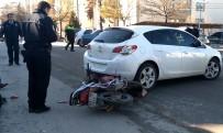 TRAFİK TESCİL - Otomobile Çarpan Motosiklet Sürücüsü Yaralandı