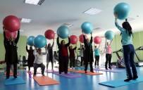 KADIN YAŞAM MERKEZİ - Van Büyükşehir Belediyesi Kadınlar İçin Spor Merkezi Açtı