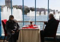 YAŞLI ÇİFT - 87'Lik Çifte 70'İnci Evlilik Yıl Dönümü Sürprizi