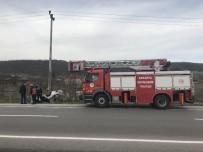Kaza Yapan Otomobil Ters Döndü Açıklaması 2 Yaralı