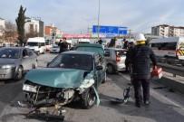 ALİHAN - Kocaeli'de İki Otomobil Çarpıştı Açıklaması 4 Yaralı