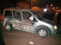 Konya'da Tramvayla Hafif Ticari Araç Çarpıştı Açıklaması 3 Yaralı