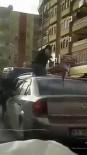 Öfkeli Sürücü Otomobilin Üzerine Çıkıp Tekmelerle Ön Camını Kırdı