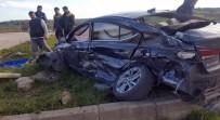 KAYACıK - Sakarya'da Kamyon İle Otomobil Çarpıştı Açıklaması 1 Ölü 2 Yaralı