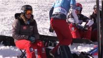 Snowboard Boardercross Dünya Şampiyonası Başladı