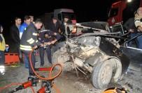 ÖRENCIK - Traktör Römorkuna Çarpan Otomobil Hurdaya Döndü Açıklaması 3 Yaralı