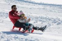 KAYAK SEZONU - Beklenen Kar Gelince Kayak Merkezi Açıldı