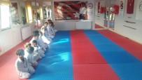 YUNUS KILIÇ - Dargeçit'te Spor Salonu Açıldı